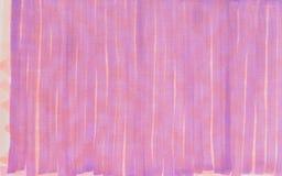 Lignes verticales violettes lumineuses tirées par la main illustration de fond Photos libres de droits