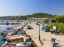 Ligplaats in de Mediterrane toevlucht van Faliraki rhodos Griekenland stock foto