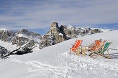 Ligstoelen in de sneeuw Royalty-vrije Stock Afbeelding