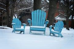 Ligstoelen in de Sneeuw Stock Foto's