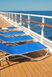 Ligstoelen die op een cruiseschip wachten Royalty-vrije Stock Fotografie