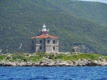 Ligthouse na ther małej wyspie Trstenik Zdjęcie Stock