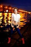 Ligthts della città di notte e della donna Fotografia Stock Libera da Diritti