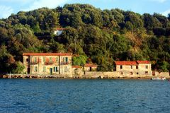 Liguria Edificios de la opinión de Portovenere de la isla de Palmaria Fotos de archivo libres de regalías