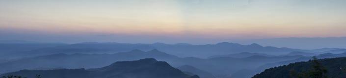 Ligurian bergen bij zonsondergang Royalty-vrije Stock Afbeeldingen