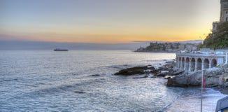 Ligurian kustlinje, Genua, solnedgångpanorama moder två för färgdotterbild Arkivbilder