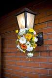 Lihgt Vorrichtung mit Blumen Stockbild