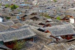 lijiang老城镇,云南,瓷屋顶  库存照片