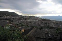 lijiang老城镇,云南,瓷屋顶 免版税库存照片