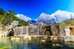 Lijiang: Βουνό χιονιού δράκων νεφριτών Στοκ φωτογραφία με δικαίωμα ελεύθερης χρήσης