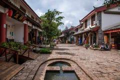 Lijiang, улица древнего города Юньнань Shuhe Стоковые Фото
