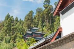 LIJIANG, CHINA - 5 DE SEPTIEMBRE DE 2014: Tejado en la ciudad vieja de Lijiang (la UNESCO Imagen de archivo libre de regalías