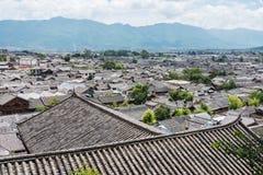 LIJIANG, CHINA - 5. SEPTEMBER 2014: Dach an der alten Stadt von Lijiang (UNESCO Lizenzfreies Stockfoto