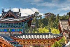 LIJIANG, CHINA - 5. SEPTEMBER 2014: Dach an der alten Stadt von Lijiang (UNESCO Lizenzfreie Stockfotos