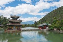 LIJIANG, CHINE - 4 SEPTEMBRE 2014 : Dragon Pool noir à la vieille ville de Li Photo stock