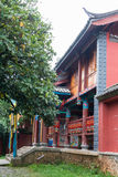 LIJIANG, CHINE - 6 SEPTEMBRE 2014 : Lamasery de Yufeng un monastère célèbre Photographie stock libre de droits