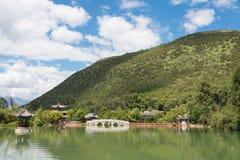 LIJIANG CHINY, SEP, - 4 2014: Czarny smoka basen przy Starym miasteczkiem Li Fotografia Royalty Free