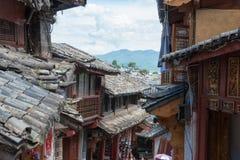 LIJIANG, CINA - 5 SETTEMBRE 2014: Tetto a Città Vecchia di LijiangUNESCO Fotografie Stock