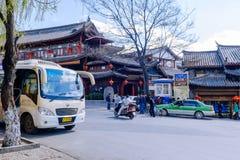LIJIANG KINA - MARS 9, 2016: En av det härliga hotellet i Lijiang, Kina Arkivbild