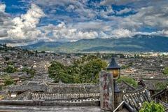Lijiang-Stadt Dach-Spitzen Lizenzfreie Stockfotos