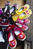 Lijiang: traditionele Chinese schoenen royalty-vrije stock afbeeldingen