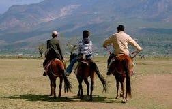 Lijiang Twp, China: Mensen die Paarden berijden Royalty-vrije Stock Afbeelding