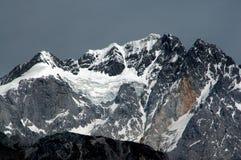 Lijiang Twp, China: Montanha da neve do dragão do jade Foto de Stock