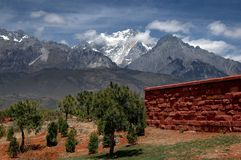 Lijiang Twp, Chiny: Chabeta Smoka Śniegu Góra Zdjęcie Stock