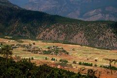 Lijiang Twp, Chiny: Jangcy Doliny Gospodarstwa rolne Obraz Stock