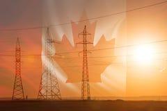 Lijn de met hoog voltage van de machtstransmissie Energiepijlers Bij zonsondergang, vector illustratie