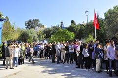 Lijn van kiezers bij de opiniepeilingspost Tunesië royalty-vrije stock foto's