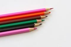 Lijn van multi-coloured potloden Stock Fotografie