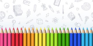 Lijn van Realistische Heldere Scherpe Kleurpotloden op Wit Stock Foto