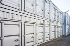 Lijn van verschepende containersstapel Stock Foto's