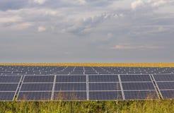 Lijn van zonnepanelen Stock Foto