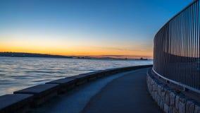 Lijnen op zee muur in de zonsondergang Royalty-vrije Stock Foto's