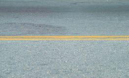Lijnen van verkeer op bedekte wegen Stock Afbeeldingen