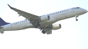 Lijnvliegtuig het opstijgen stock video