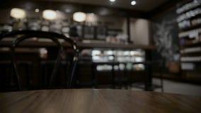 Lijst bij restaurant vage achtergrond stock video