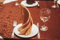 Lijst in de koffie voor diner wordt gediend dat Stock Foto