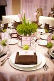 Lijst die bij een ontvangst van het luxehuwelijk plaatst Stock Foto