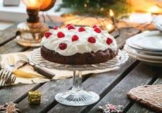 Lijst die met chocoladecake plaatsen Royalty-vrije Stock Afbeeldingen