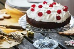 Lijst die met chocoladecake plaatsen Stock Foto