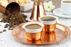 Lijst die met Griekse of Turkse koffie wordt geplaatst Stock Foto's