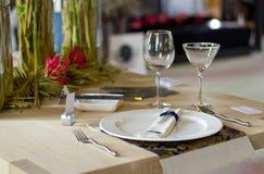 Lijst die voor een diner wordt geplaatst Stock Foto's