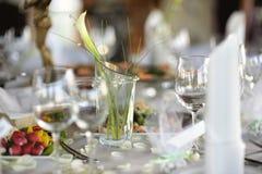 Lijst die voor een feestelijk partij of een diner wordt geplaatst Royalty-vrije Stock Afbeelding