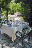 Lijst in elegant restaurant Stock Afbeeldingen