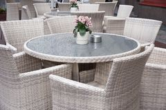 Lijst en stoelen in koffie Royalty-vrije Stock Afbeelding