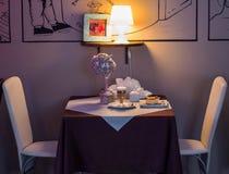 Lijst in het restaurant Royalty-vrije Stock Afbeelding