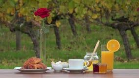 Lijst klaar voor ontbijt stock video